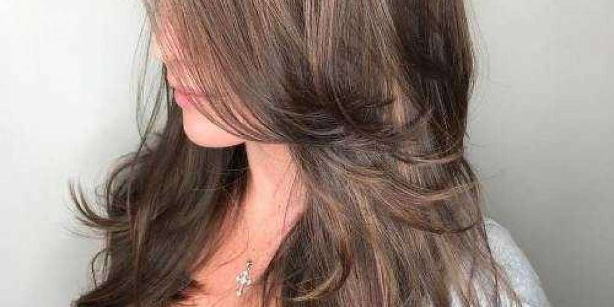 FEATHERED HAIR – HOW TO CUT YOUR OWN HAIR IN